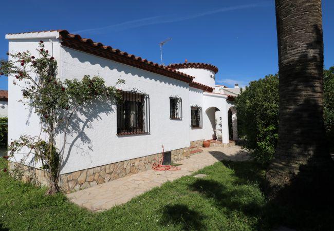 Villa in Empuriabrava - Requesens - Casa en Empuriabrava