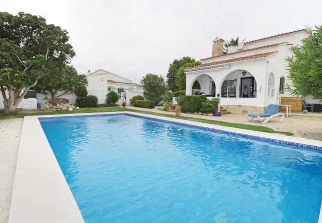 Villa in Empuriabrava - PENI 7A - Casa grande con piscina privada