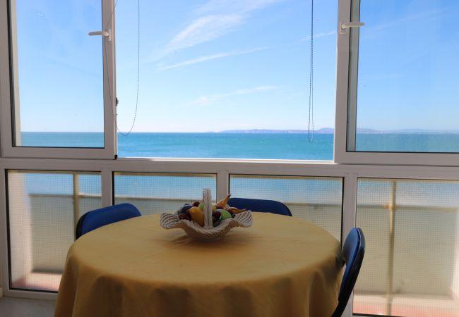 Apartment in Rosas / Roses - MEDA CHICA Piso pimera linea de mar, vista fantàst