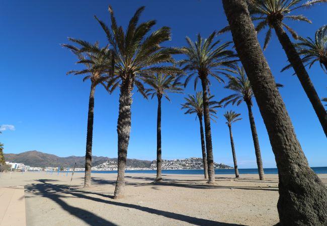 Ferienwohnung in Rosas / Roses - JARDINS III 2-2-1 Piso con vista al mar y piscina