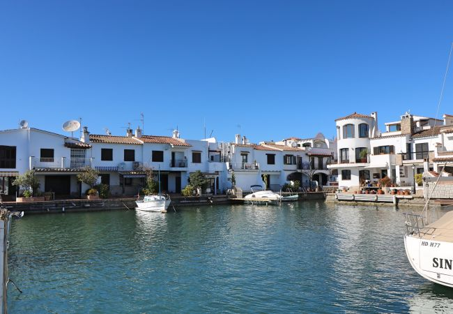 Villa in Empuriabrava - Requesens - Casa en Empuriabrava